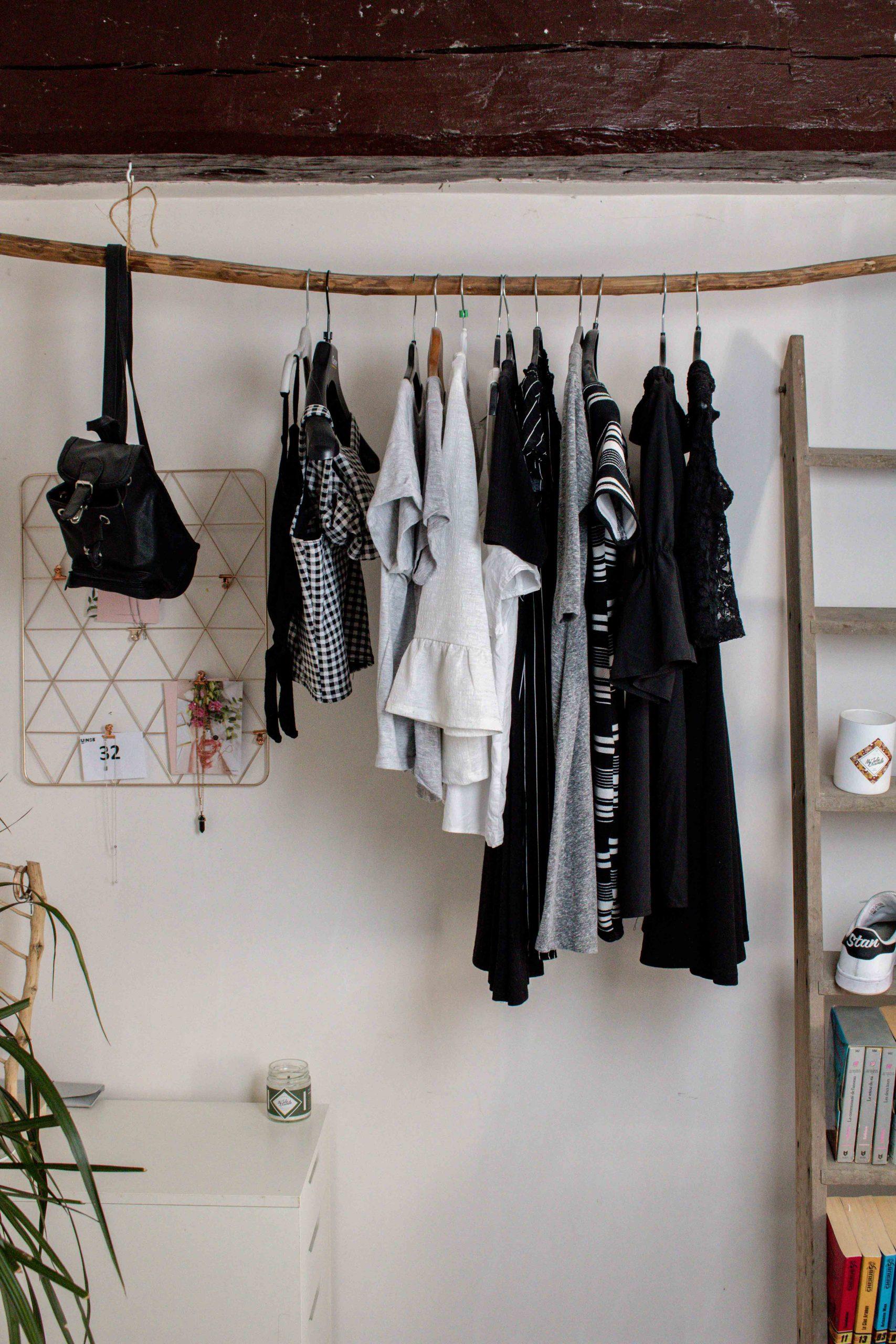 decoration chambre portant en bois pour vêtements